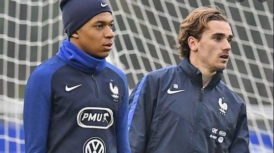 PSG Ingin Antoine Griezmann Gantikan Mbappe