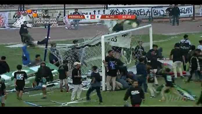 Suporter Protes Hasil 0-0, Persela Lamongan vs Badak Lampung Dihentikan di Menit 80