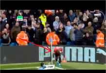Lihat Pemain Manchester United Kesakitan Dikepruk Fans City