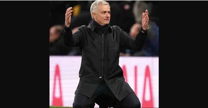 Gagal Gol Dari Jarak Tiga Meter, Jose Mourinho Terduduk dan Pasrah