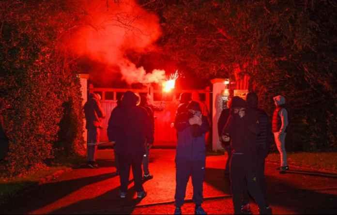Rumah Ed Woodward Diserang Fans Manchester United