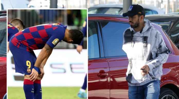 Luis Suarez yang cedera lutut saat tiba di rumah sakit