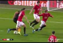 Lihat Tiga Pemain Manchester United Tertipu oleh Gerakan Raul Jimenez