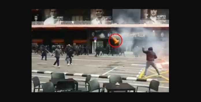 Lihat Tawuran Pendukung Valencia vs Barcelona, Siapa Menang?