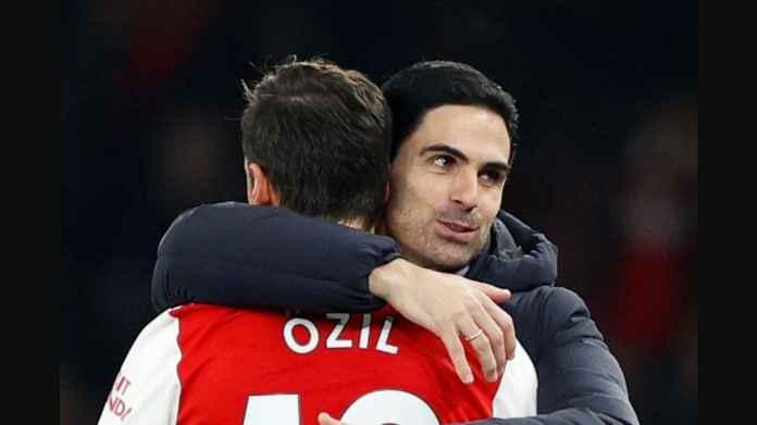 Arsenal Babat Habis Pemain Senior, Termasuk Mesut Ozil
