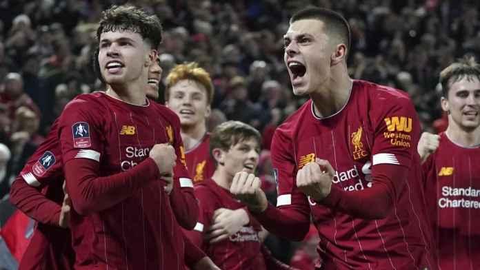Pemain Muda Liverpool saat bermain melawan Schrewsbury
