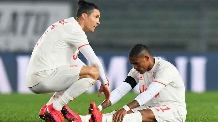 Douglas Costa Absen Perkuat Juventus di Liga Champions