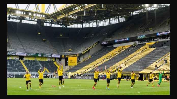 Tradisi Pemain Dortmund Usai Menangi Derby 4-0 Atas Schalke