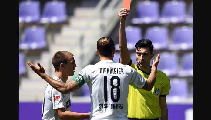 Main 4 Menit Kartu Merah, Sungguh Sial Pemain Liga Jerman Ini