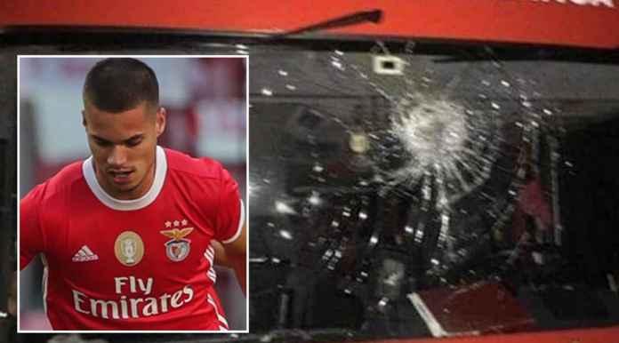 Bus Benfica dilempari batu