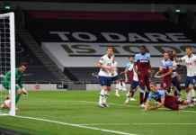 Gol Bunuh Diri Tomas Soaucek di laga Tottenham Hotspur vs West Ham United