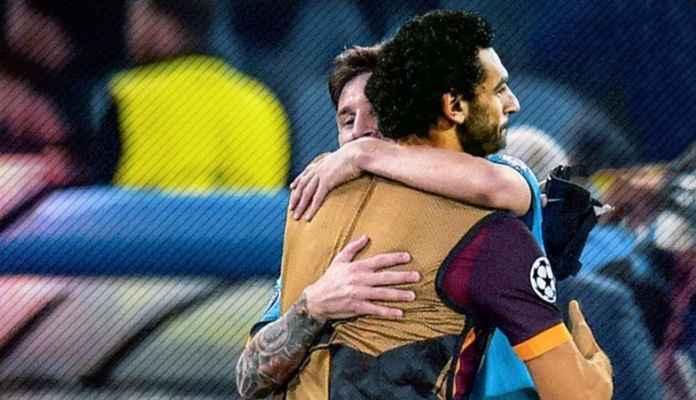 Lionel Messi dan pemain bola Liverpool Mohamed Salah