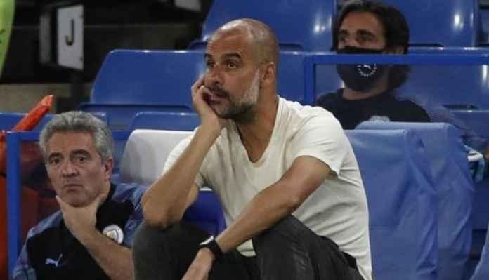 Manajer Manchester City Pep Guardiola tengah meratapi kekalahan timnya