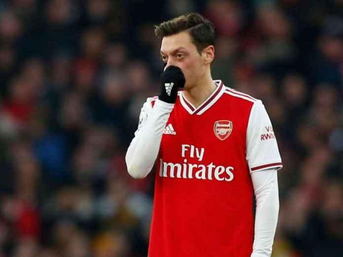 Mesut Ozil Dianggap Pantas Dapatkan Kritikan