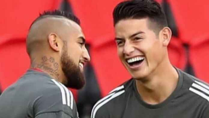 Gelandang Barcelona Arturo Vidal dan bintang sepak bola Real Madrid James Rodriguez