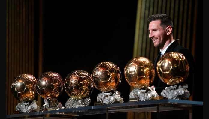 Ballon d'Or 2020 Dibatalkan, Messi Bahagia Pegang Trofi 24 Bulan