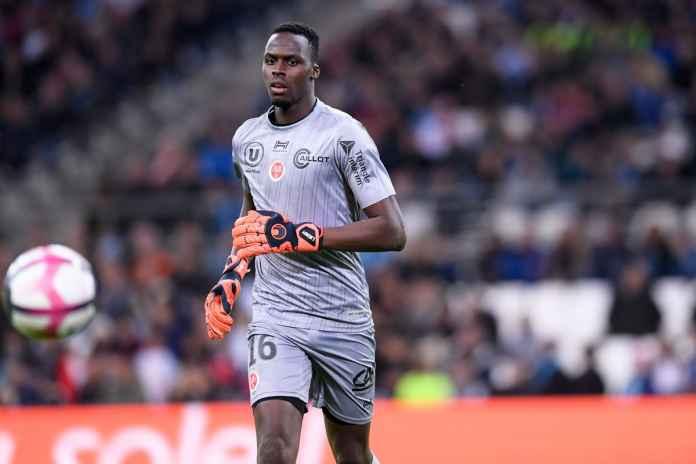 Chelsea Tertarik Boyong Kiper Rennes