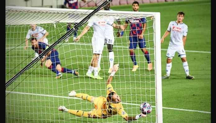 Lionel Messi Dikeroyok 6 Pemain Napoli Pun Masih Bisa Bikin Gol, Lihat