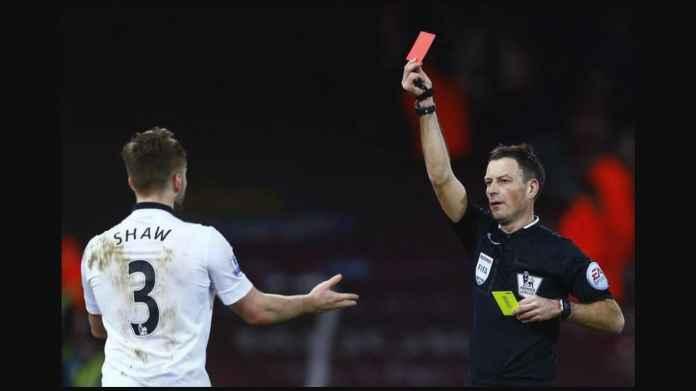 Kejamnya Liga Inggris: Uhuk-uhuk Langsung Kartu Merah!
