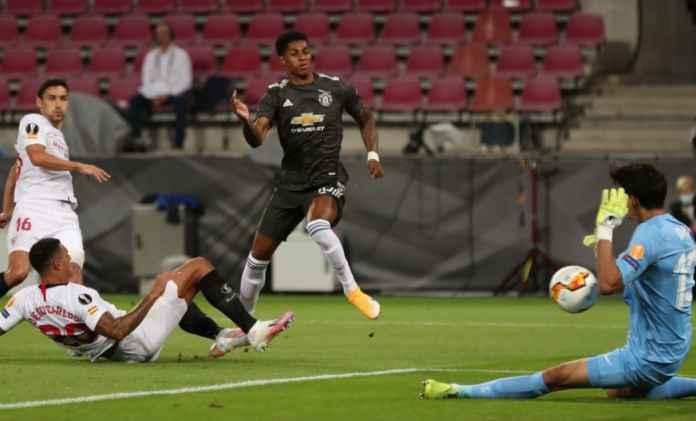 Manchester United perlu bek handal dan striker tajam