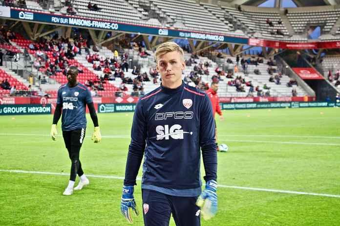 Arsenal Bidik Kiper Islandia Gantikan Emiliano Martinez