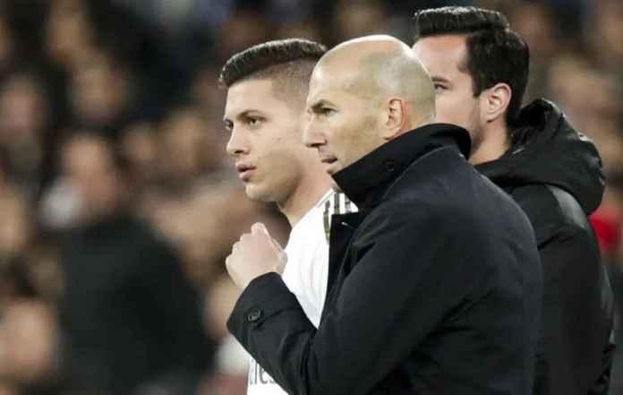 Zinedine Zidane Tak Bantah Kemungkinan Madrid Lepas Luka Jovic