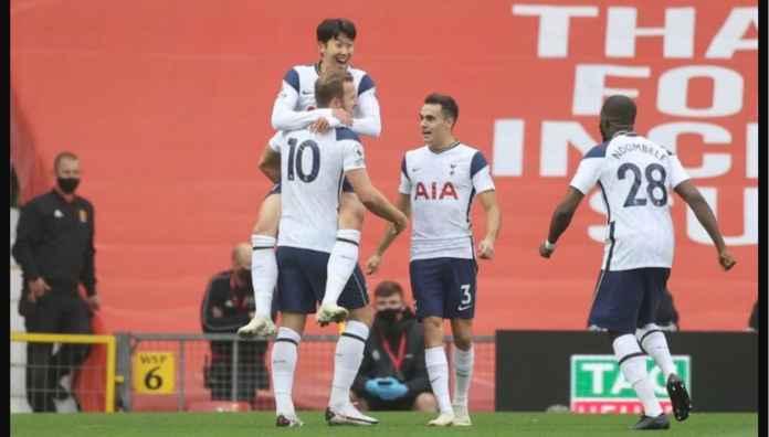 Pecat Sajalah! Bek 974 Milyar Penyebab Dua Kebobolan Man Utd vs Spurs