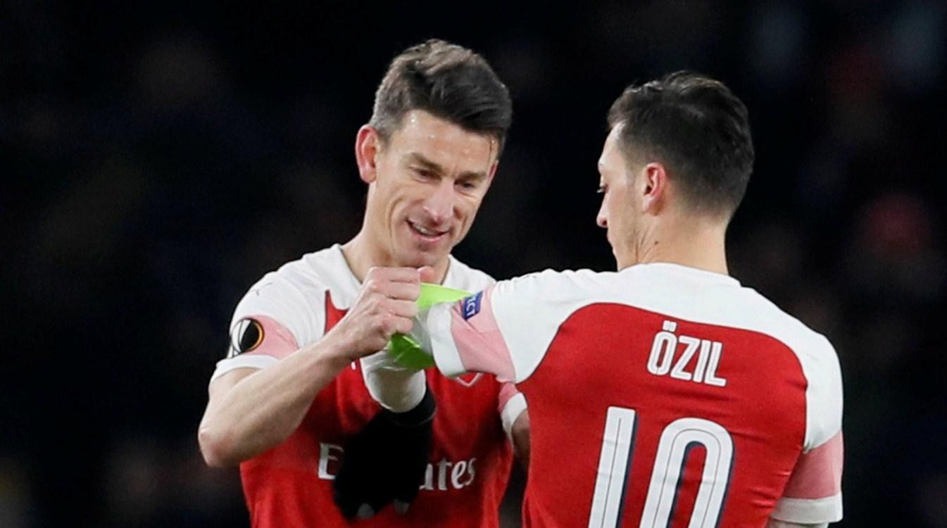 Ozil Dibekukan Arsenal, Koscielny : Padahal Dia Pemain Fenomenal & Orang Baik!