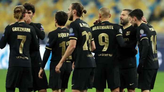 Para bintang muda Barcelona merayak gol mereka saat melawan Dynamo Kiev
