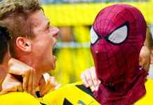 Selbrasi Aubameyang menggunakan topeng Spider-Man