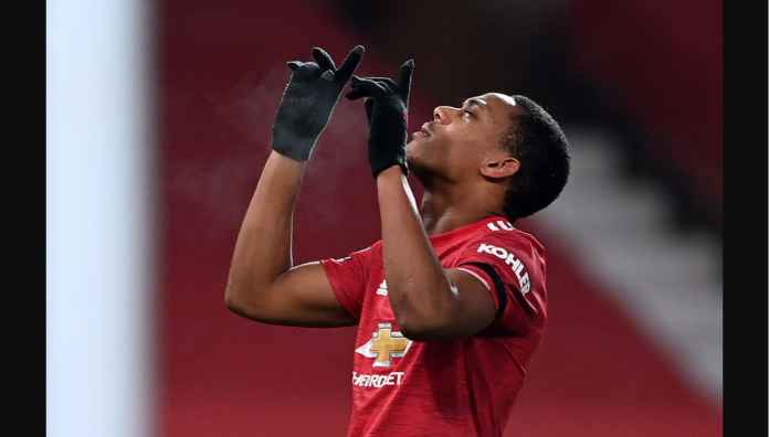 Kepala Anthony Martial Bawa Manchester United Samai Poin Liverpool