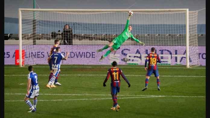 Barcelona Lolos ke Final Supercopa Berkat Kiper Kucing Ini, Lihat Aksinya