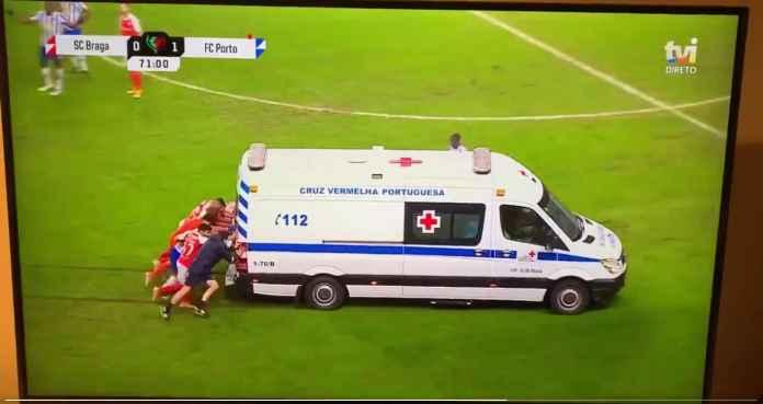 Ketika Ambulans Ikut-ikutan Cedera Pada Laga Semi Final Piala Portugal FC Porto