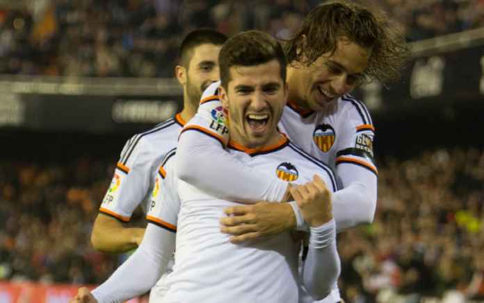 Barcelona Terus Dikaitkan dengan Transfer Kapten Valencia