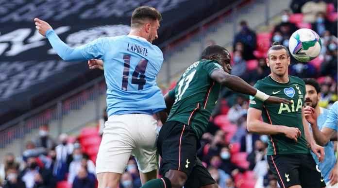 Apa Jadinya Final EFL Cup Jika Aymeric Laporte Sang Pencetak Gol Sudah Kartu Merah Sejak Menit 44