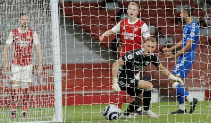 Nggak Cuma Leno, Pemain Arsenal Ini Juga Dianggap Paling Bersalah Atas Gol Everton
