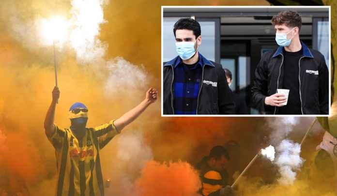 Fans Dortmund Nyalakan Petasan di Luar Hotel Man City, Biar Nggak Tidur Nyenyak!