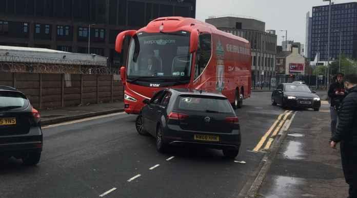 Demo Berulang, Bus Liverpool Dicegat, Tapi Kali Ini Kedua Tim Sudah Bersiap, Laga Akan Berlangsung Normal