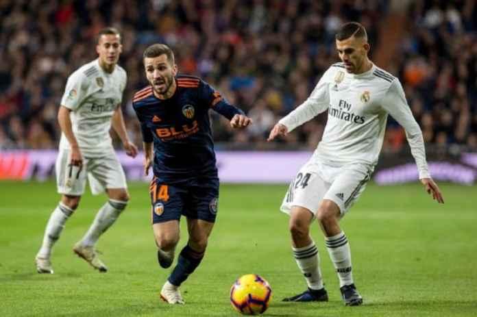 Barcelona Sodorkan Tawaran Resmi untuk Bek Kiri Valencia