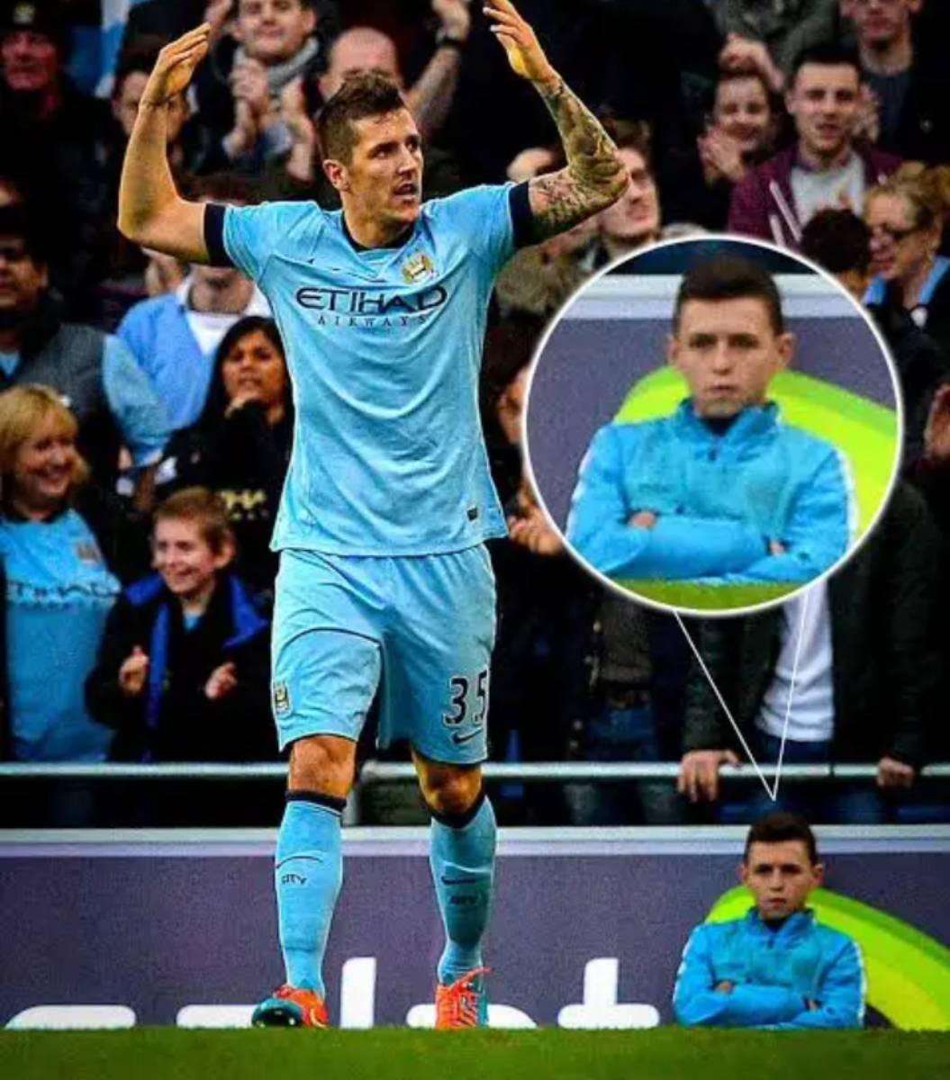 Phil Foden saat masih menjadi ball boy untuk Manchester City, entah apa yang ada di benaknya saat itu, dan kini ia telah wujudkan impiannya