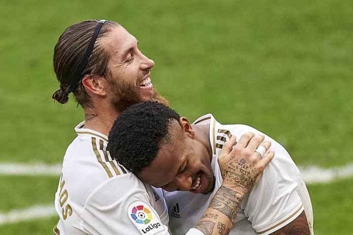 Di sisi lain, kepergian Sergio Ramos sebetulnya akan menjadi kabar baik bagi Eder. Pasalnya, menit bermainnya di lini belakang akan lebih teratur daripada sebelumnya. Akan tetapi, pemain sepak bola berusia 23 tahun itu akan lebih senang bersaing dengan Ramos untuk mendapatkan menit bermain sebagai starter. Berbicara kepada awak media, Eder Militao yang kini sedang memperkuat timnas Brasil di Copa America 2021 mengatakan perginya Sergio Ramos sangat disayangkan. Ia bisa bilang seperti itu karena di ruang ganti pengaruhnya sangat besar. Menurut eks FC Porto tersebut, Ramos telah memberikan banyak kontribusi untuk Real Madrid. Sang pemain mengaku belajar banyak dari seniornya dan menilai seorang pemain sepak bola dengan mentalitas pemenang. Baginya, ia adalah seorang legenda klub dan berharap di klubnya berikutnya dapat sukses. Sementara musim 2020/21 Eder Militao bermain dalam 21 pertandingan di semua kompetisi. 14 di antaranya ia mendapatkan menit bermain di La Liga.