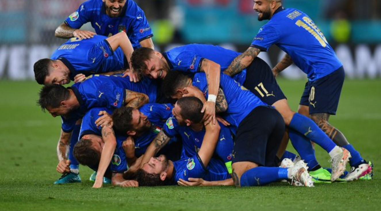 Hasil Italia vs Swiss di EURO 2020: Locatelli Dua Gol ...