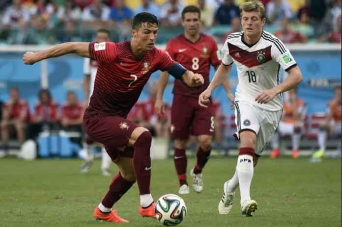 Joachim Low Ketar-ketir Ingatkan Skuad Jerman Ronaldo Bisa Berbuat Lebih dari Sekedar Pindahkan Botol