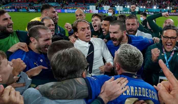 Mancini Menangis Usai Italia Menangi Euro 2020, Sebut Mereka Dominasi Inggris