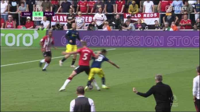 Man United Tertinggal Oleh Blunder Bruno Fernandes, Pasang Diri Ditekel Lawan, Giliran Gol Protes Wasit, Kartu Kuning Deh