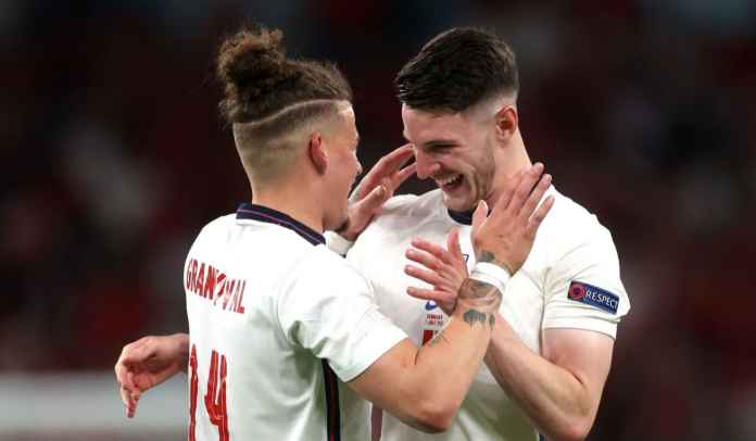 Sengaja Tak Beli Gelandang Baru, Ternyata Man Utd Tunggu Pemain Inggris Ini Tahun Depan