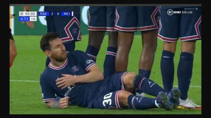 Usai Cetak Gol Pertamanya di PSG, Messi Rela Jadi Dinding Manusia Paling Hina
