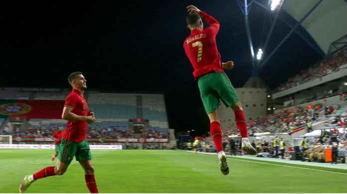 Cristiano Ronaldo Cetak Gol Internasional ke-112 Tadi Malam