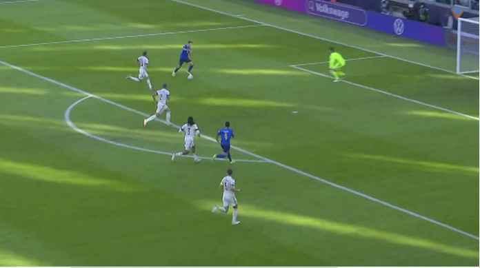 Kiper Real Madrid Bisa Minta Naik Gaji Nih, Usai Penyelamatan Hebat Tadi Malam
